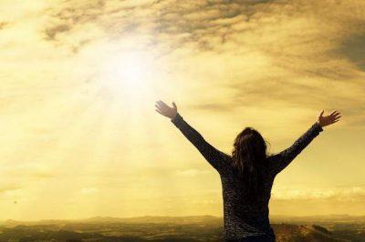 Preghiera a braccia aperte